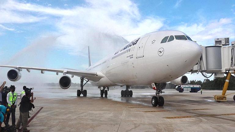 Llegada del primer vuelo de Europa a Cancun después del Covid