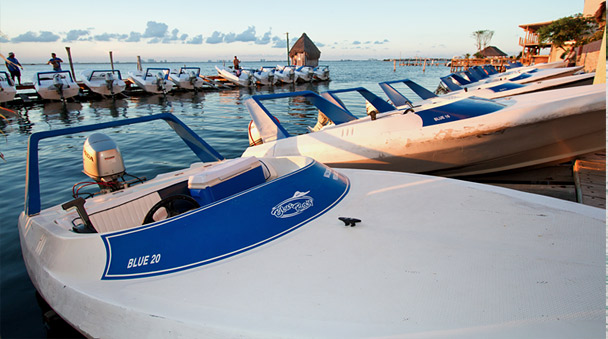 botes veloces en la Marina Blue Ray