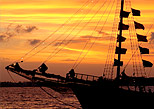 Cancun Lovers Dinner Cruise