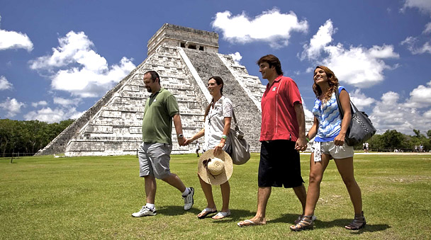 Guided tour at the Mayan ruins