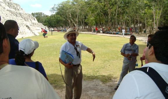 Discover Chichen Itza accompanied by an expert guide